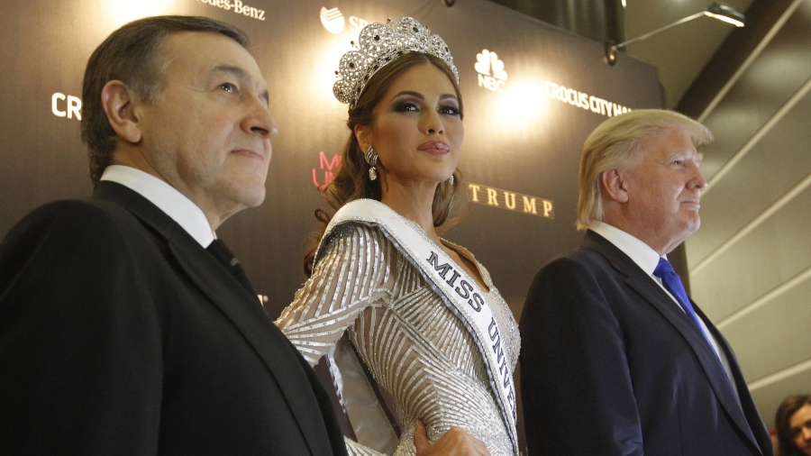 Miss Universe 2013 Gabriela Isler stands between Donald Trump, co-owner of the Miss Universe Organization, and Russian oligarch Aras Agalarov, during a news conference following the Miss Universe pageant at Crocus City Hall in Moscow on November 9, 2013.