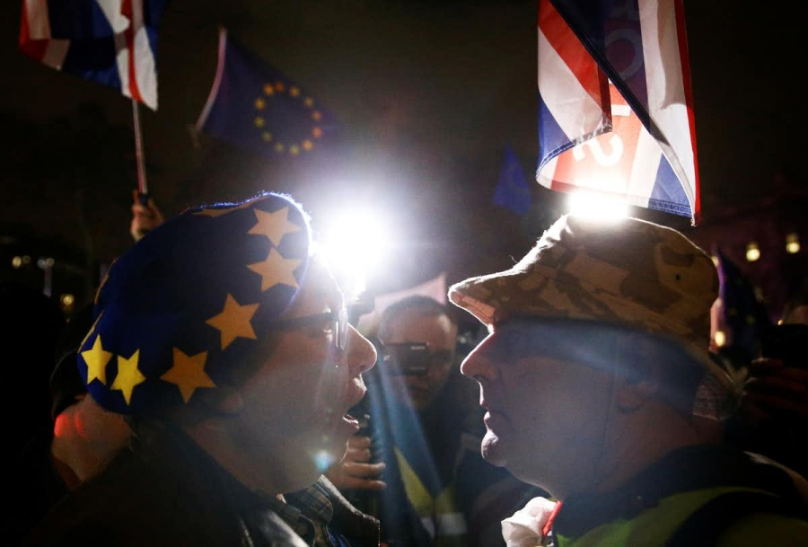 Anti-Brexit and pro-Brexit protesters are face to face