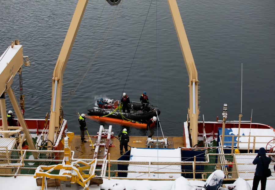 The Hugin submarine is shown getting tied to a winch cable.