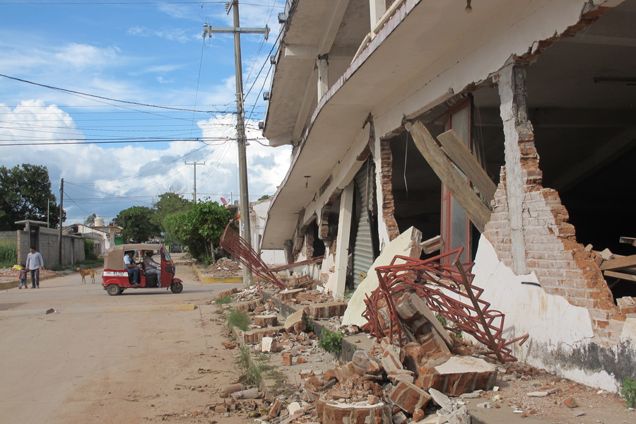 A damaged building in the town of Asuncion Ixtaltepec, Oaxaca. Central American migrants are helping with the rebuilding effort, either as volunteers or as construction workers.