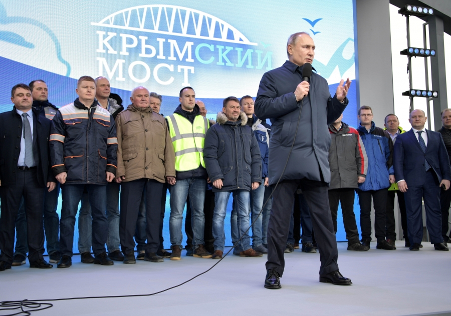 Russian President VladimirPutin delivers a speech