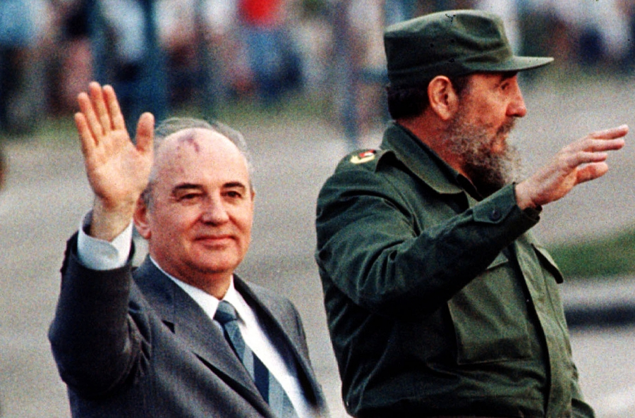 Soviet leader Mikhail Gorbachev (L) andCubanleader Fidel Castro wave from an open top car as it drives through Havana'sRevolutionSquare in this April 2, 1989 file photo.