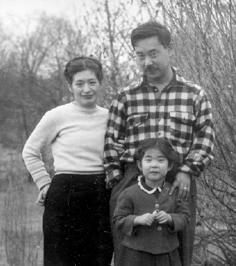 Woodworker George Nakashima poses with his wife, Marion, and daughter Mira.