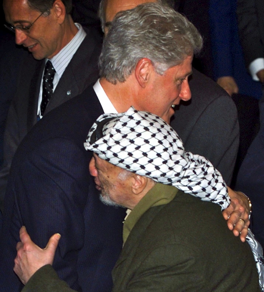 US President Bill Clinton hugs with PLO Chairman Yasser Arafat in Davos, Switzerland, January 29, 2000.
