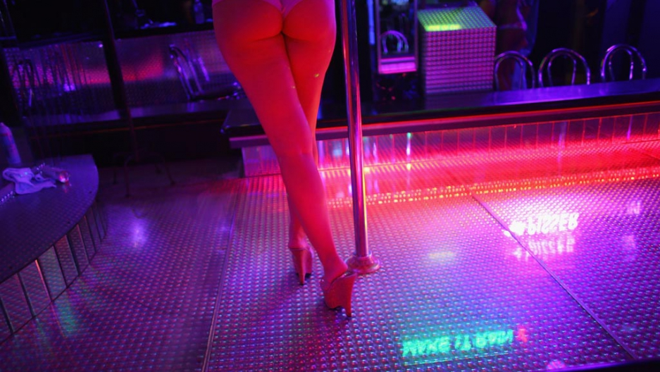 Christina aguchi pole dance shameless glory - 3 1