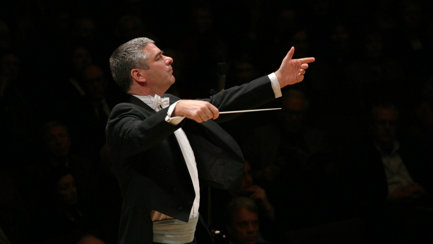 Welsh conductor Grant Llewellyn conducts an orchestra in 2007.