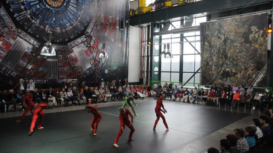 """The premier of """"Quantum Dance,"""" by Gilles Jobin and Juilius von Bismarck, with a backdrop image of the CMS detector (Gregory Batardon)"""