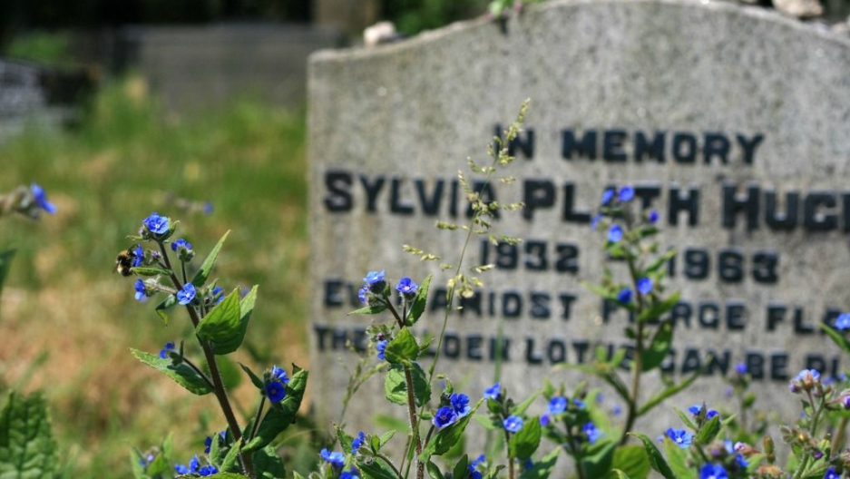 Sylvia Plath's grave in West Yorkshire, England (Flickr/ UncleBucko )
