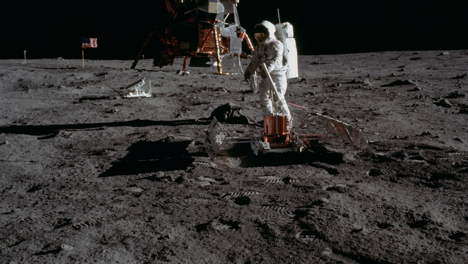 Astronaut Buzz Aldrin levels the Passive Seismic Experiments Package PSEP. Image taken at Tranquility Base during the Apollo 11 Mission. Credit: NASA