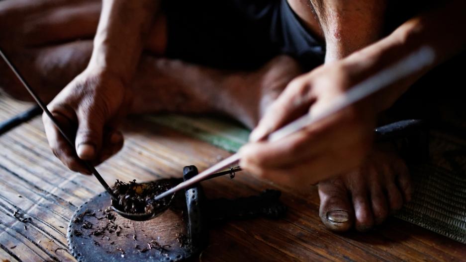 Preparation of an opium pipe