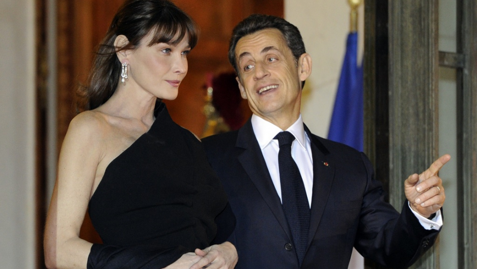 French President Nicolas Sarkozy and his wife Carla Bruni-Sarkozy wait for  South African President Jacob Zuma as he arrives at the Elysee Palace to  take ... 6980dd845fd4