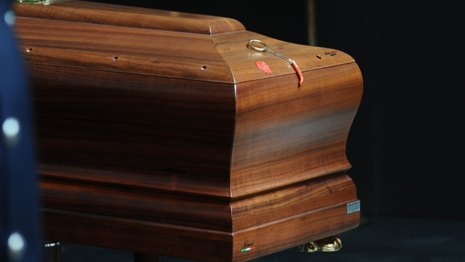 Funeral home drops casket and body falls out, family gets