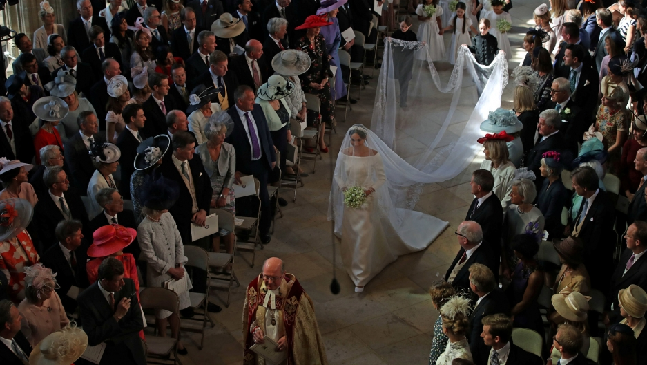 Wedding Songs Walk Down Aisle Church: Sealed With A Kiss: Royal Wedding Draws Tens Of Thousands