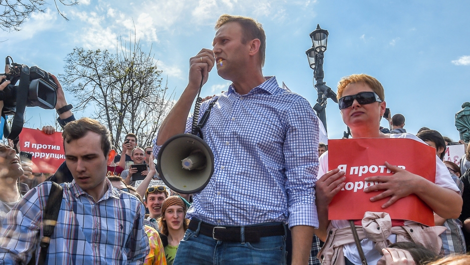 Russian opposition leader Alexei Navalny, center, attends a protest rally ahead of President Vladimir Putin's inauguration ceremony, in Moscow, May 5, 2018.