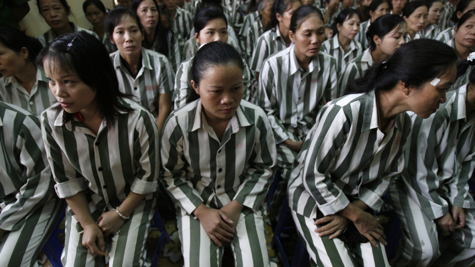 Inmates wait before they are released from Thanh Xuan prison outside Hanoi August 29, 2010.