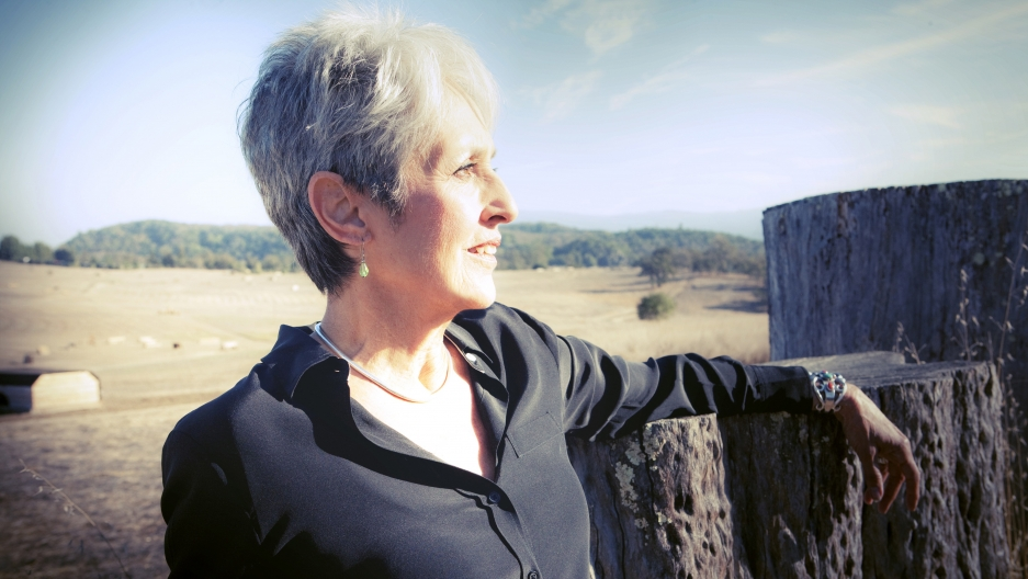 Joan Baez looking to the right