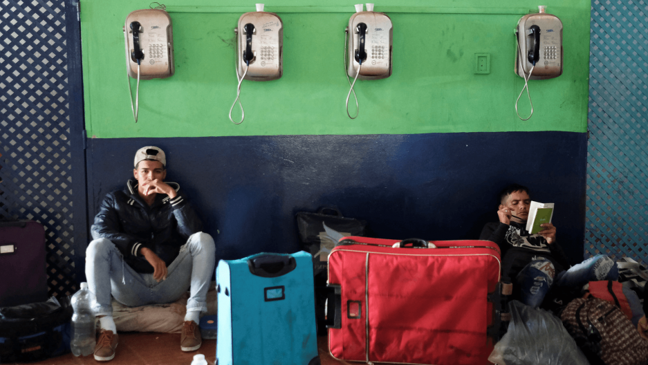 displaced venezuelan migrants at the brazilian border