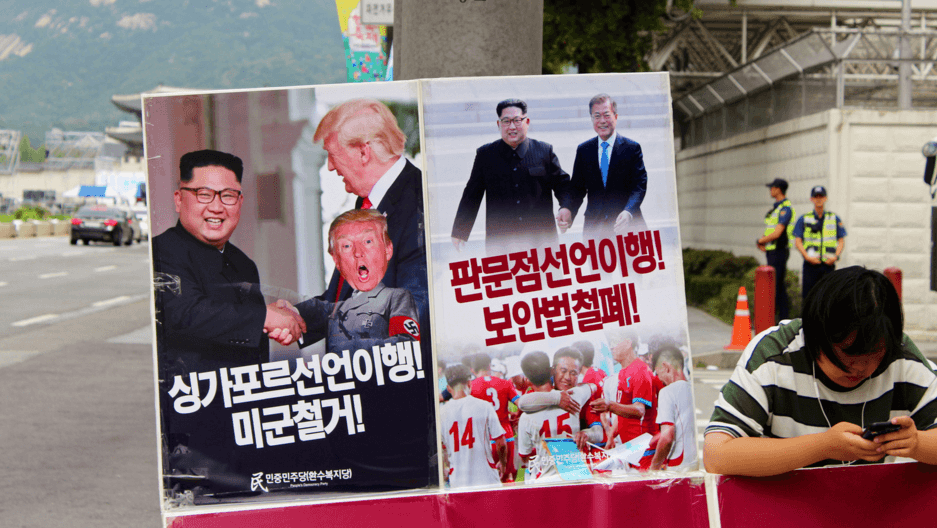 a poster in North Korea calling for the US to withdraw its military from the south