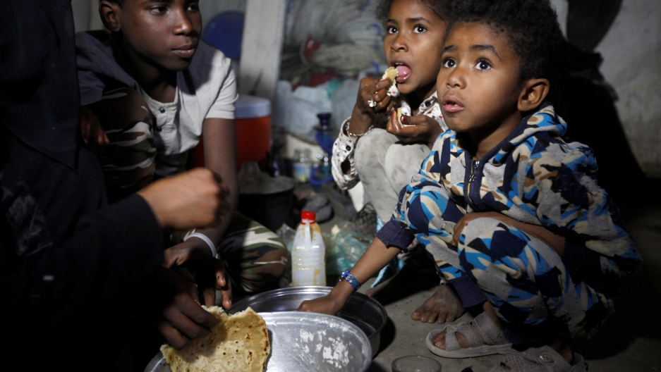 Children displaced from the Red Sea port city of Hodeidah have a meal in a shelter in Sanaa, Yemen November 1, 2018.