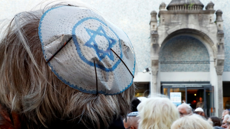 A kipper with the Israeli flag is in focus