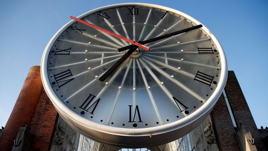 The large clock face over the entrance of Cergy-Saint-Christophe railway station is shown with the time of 7:10.