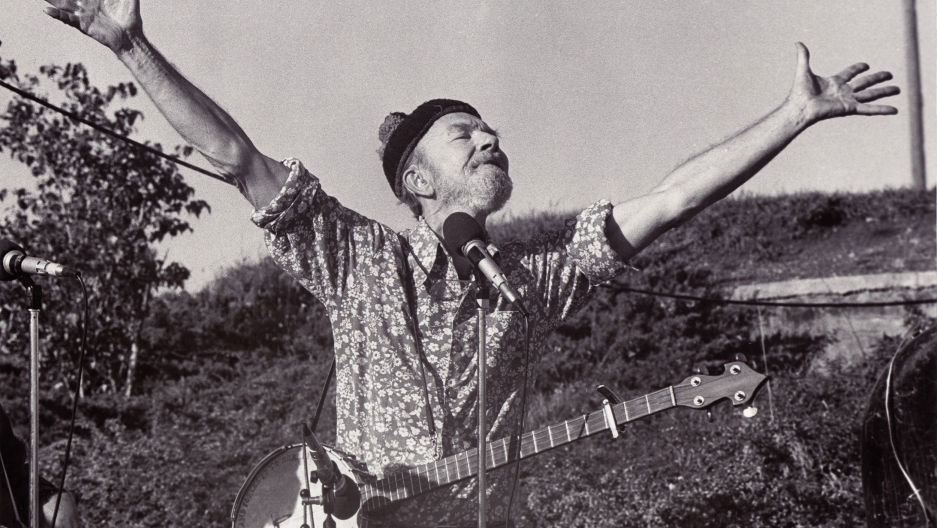 Pete Seeger performs in Newburgh, New York, in 1987.