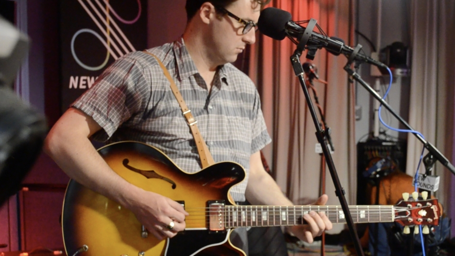 Nick Waterhouse performs live.