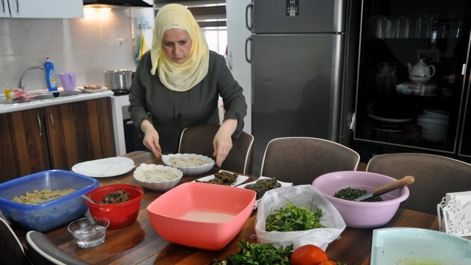 A Syrian Mom In Istanbul Builds A Business From Her Own Kitchen With Whatsapp The World From Prx