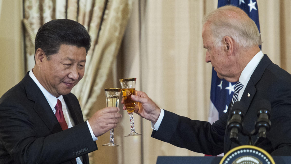 President Xi Jinping of China makes a toast with VP Joe Biden