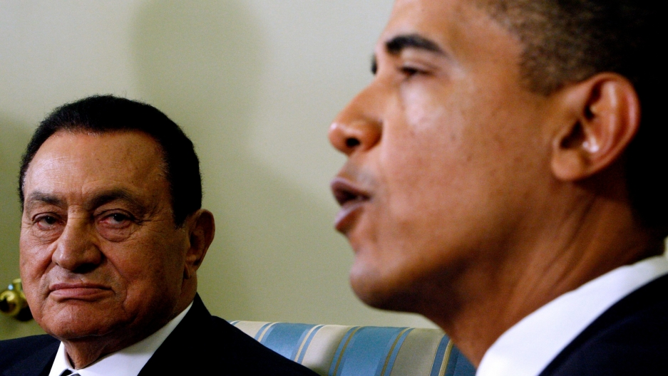 In this Aug. 18, 2009 file photo, USPresident Barack Obama meets with Egyptian President Hosni Mubarak, in the Oval Office of the White House in Washington.
