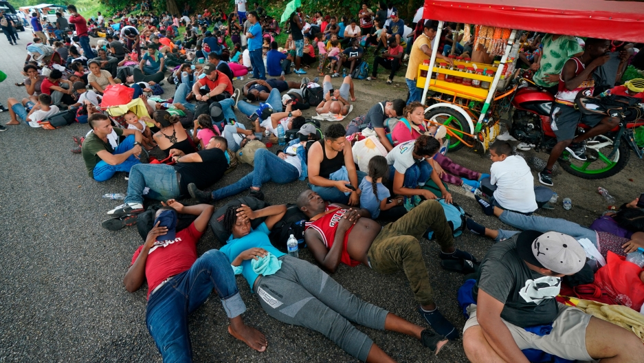 Migrants who are part of a large groupheading north stop to rest along the Huehuetan highway, Chiapas state, Mexico, Saturday, Sept. 4, 2021.