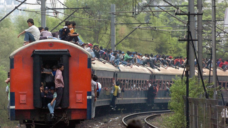 indonesia_train_surfing.jpg