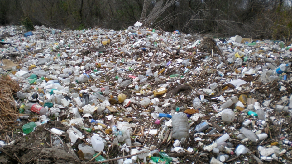 plastic waste With china saying no to plastic waste, the world needs a new plan this is a wake-up call, a university of georgia researcher said, highlighting the need for new ideas on how to handle plastic trash.