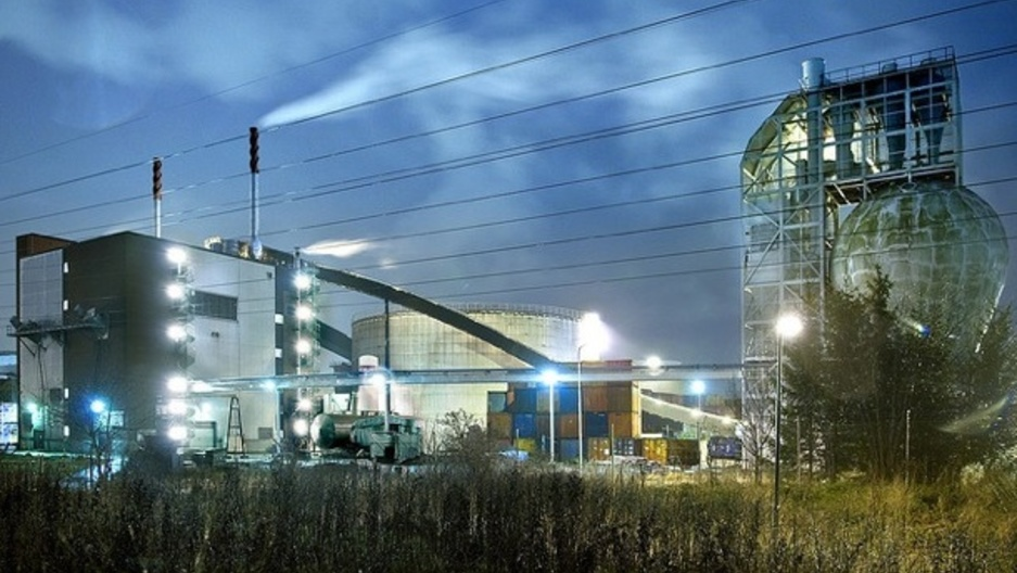converting waste to energy in sweden A waste-to-energy - or energy-from-waste - plant converts municipal and  industrial solid waste into electricity and/or heat for industrial processing and for  district.