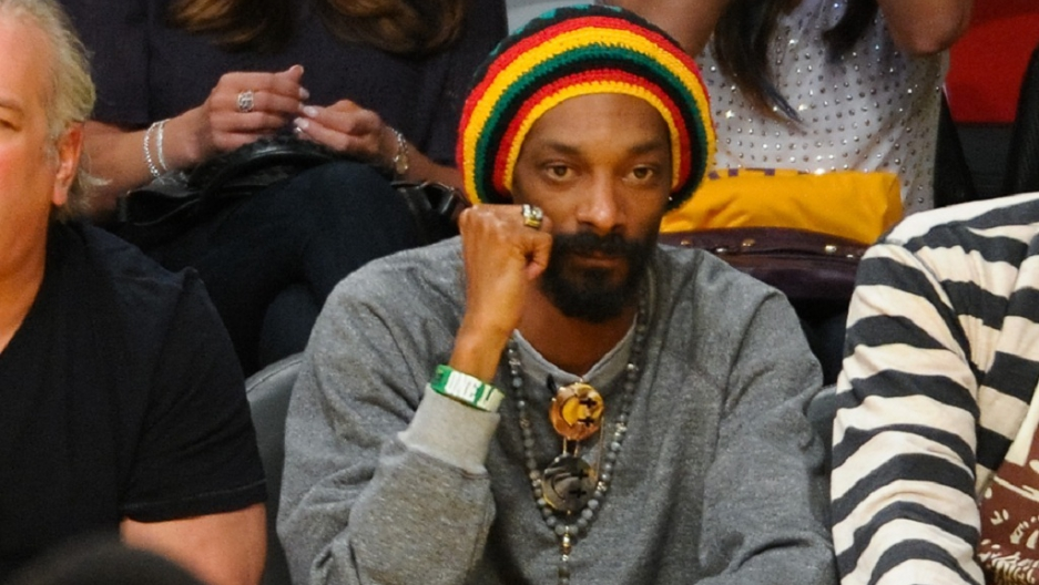 Snoop Dogg tweets photo passing joint, hours after being