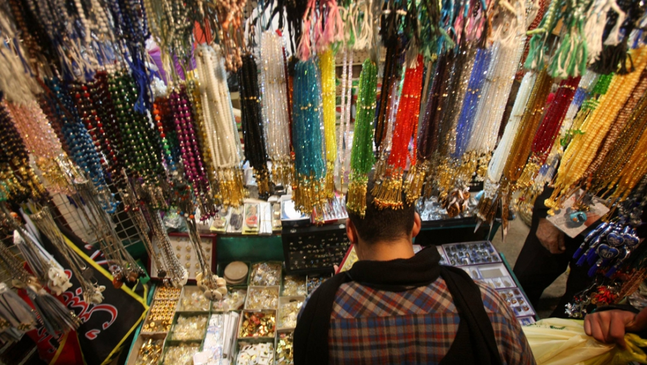"""How the shiny """"agate"""" stones in jewelry and rosary beads are"""
