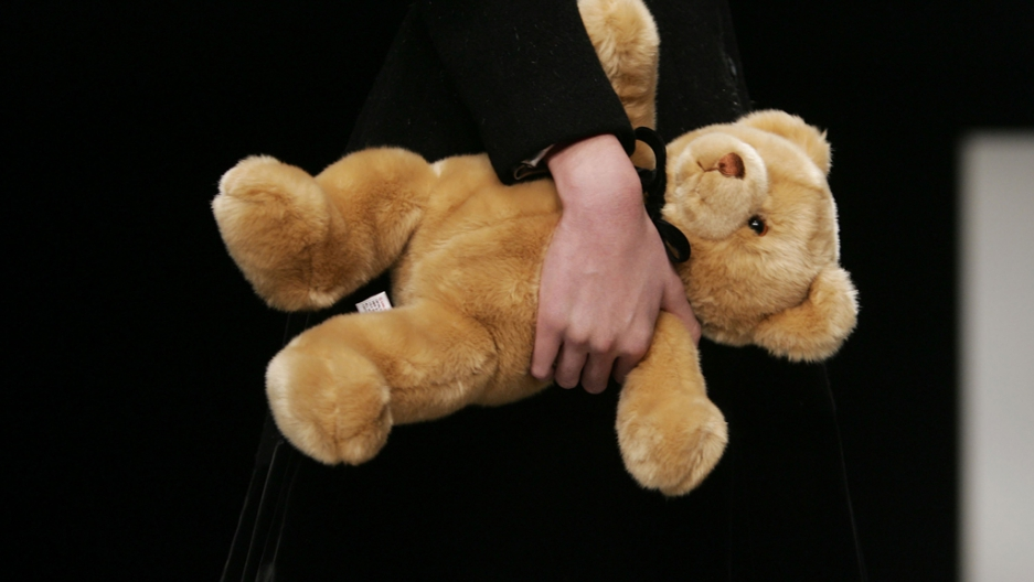 Man arrested for smuggling human body parts inside teddy bears ...