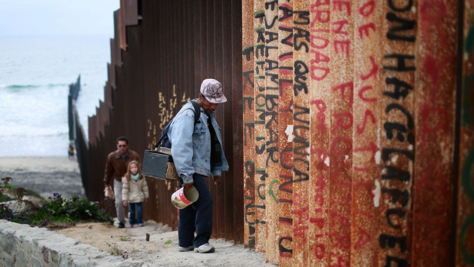 Mexico migrants US border fence