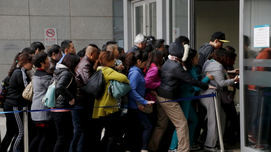 People rush into Peking Union Hospital in Beijing, China, early April 6, 2016.