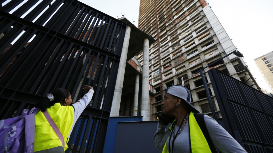 Moving out of Tower of David, Caracas