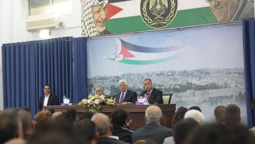 Palestinian President Mahmoud Abbas (center) addresses the crowd of Israelis.