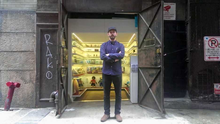 Alex Kalman stands in front of Mmuseumm, a contemporary archeology museum housed in a 40-square-foot abandoned elevator shaft. Kalman founded Mmuseumm together with Josh and Benny Safdie in 2012. It is currently in its third season.