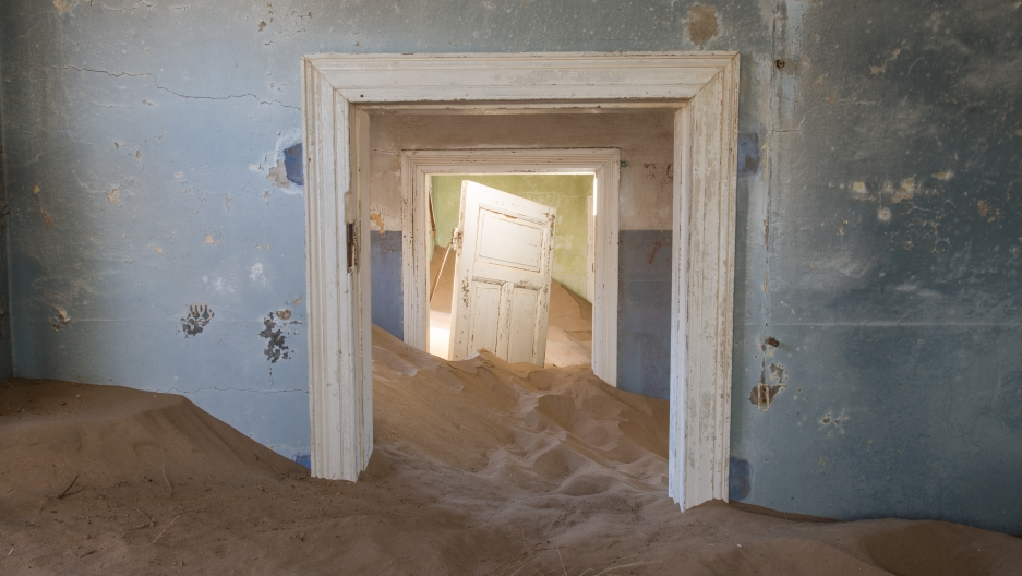 "Veillon calls his Kolmanskop photos ""The Sands of Time"""