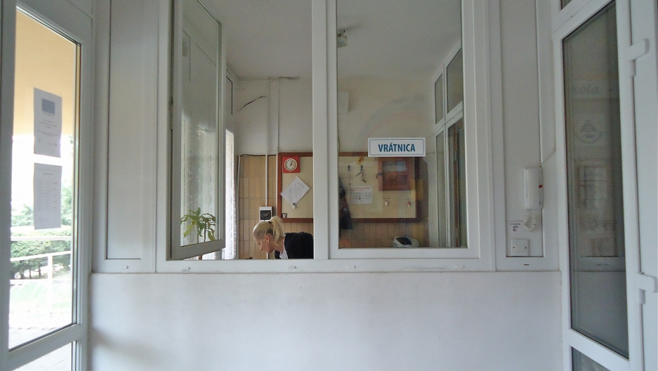 Until this year, if Roma parents wanted to talk to the s principal or a teacher at Šarišské Michaľany elementary school they had to do it through a sliding glass security window in between the two sets of doors leading into the building.