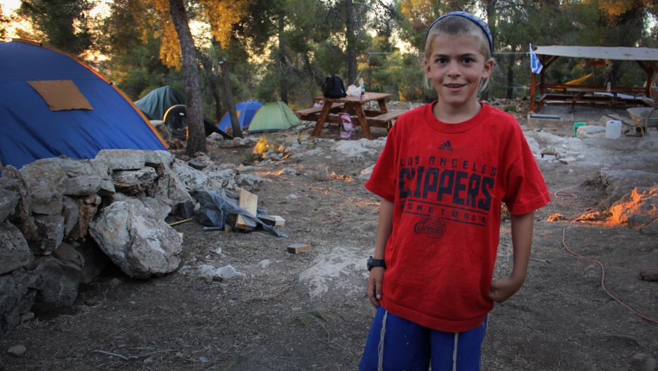 A young Israeli settler in Giv'at Oz veGa'on wearing a LA Clipper basketball t-shirt.