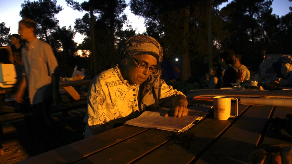 Nechama Wells reads in the Giv'at Oz veGa'on, a new Israeli camp in the heart of the West Bank.