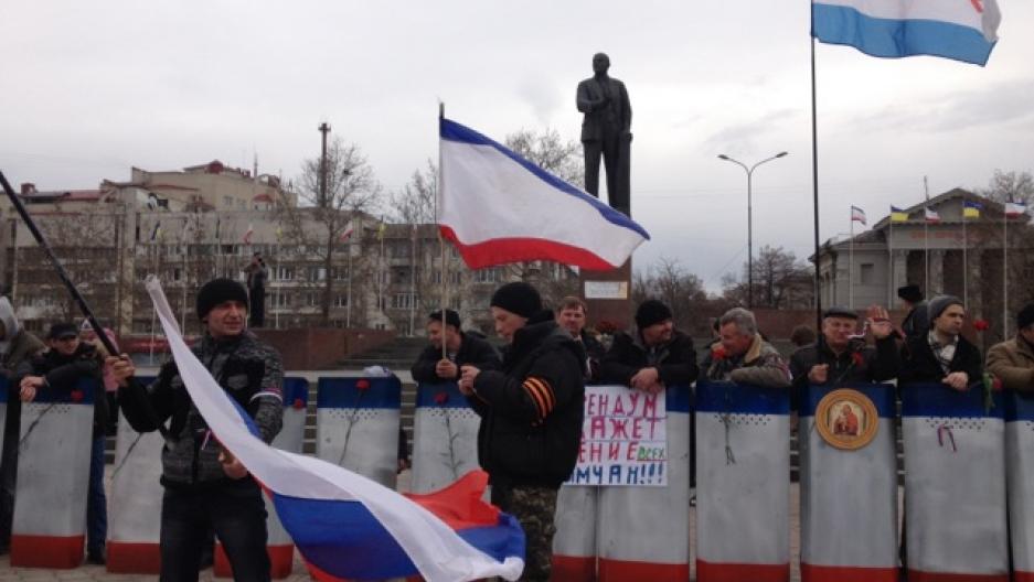 Pro-Russia protestors demonstrate in Crimea.