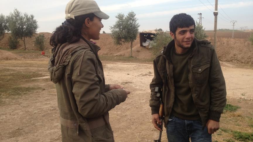 Rossiar briefs male YPG fighter