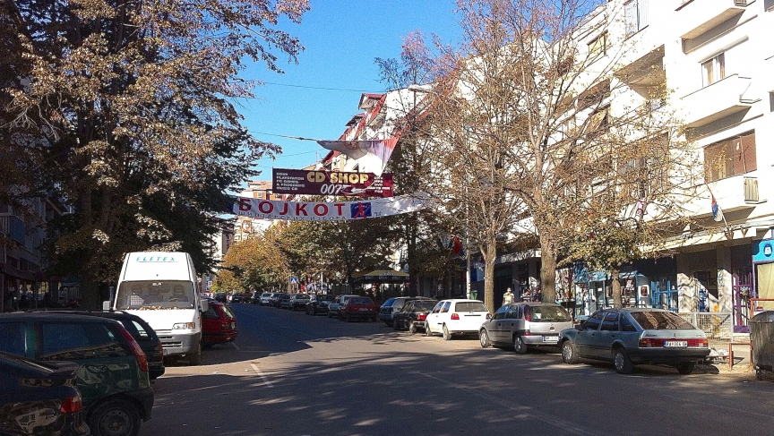 A banner across North Mitrovica's main street urges people to boycott the elections.