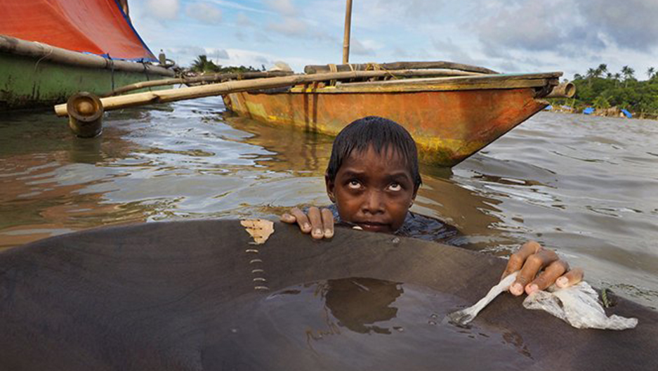 Child gold mining in Philippines